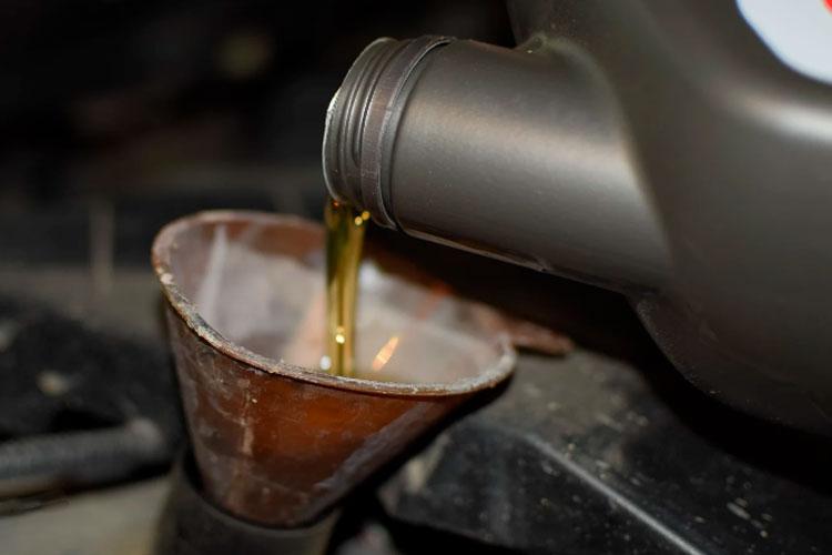 اصول نگهداری از خودرو تعویض روغن موتور