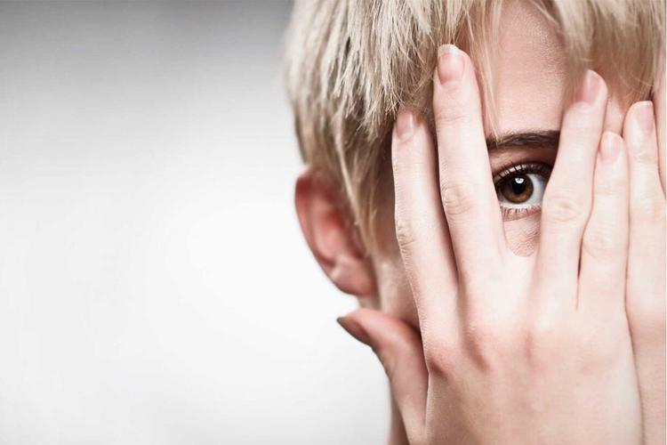 کمبود اعتماد به نفس چه علائمی دارد؟