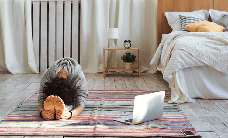 یوگا کردن در خانه
