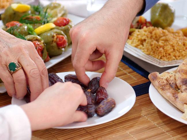 ۷ عادت غذایی را برای سحری و افطار ترک کنید