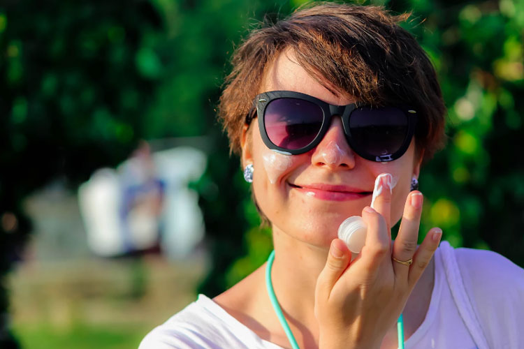 ساعت و زمان زدن ضد آفتاب