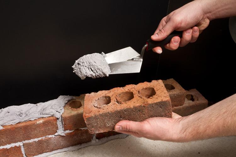 بنایی ساختمان در بازسازی خانه آچاره